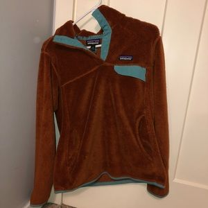 patagonia iron colored fleece with teal/light blue